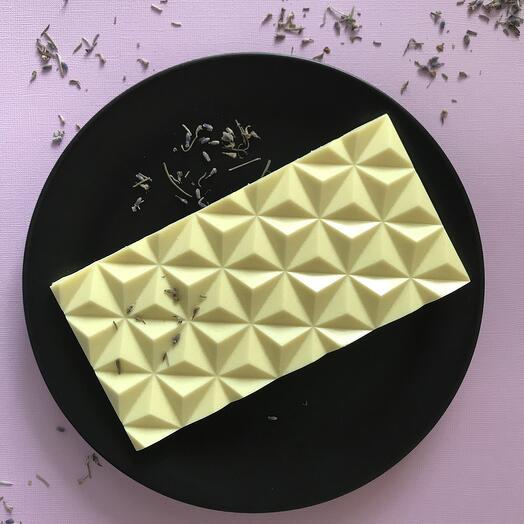 Белый шоколад с ароматом лаванды