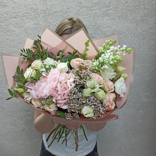 Нежный с гортензией, сиренью и ассорти цветов