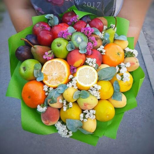 Букет из фруктов с цветами (с цветовым переходом)