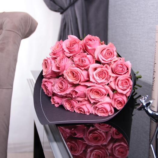 21 розовая роза Pink Kenya BLVCK