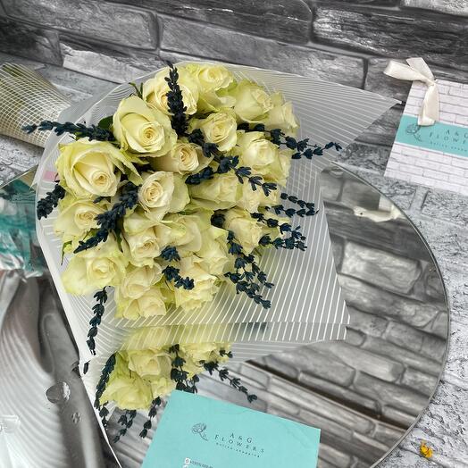 27 роз с лавандой