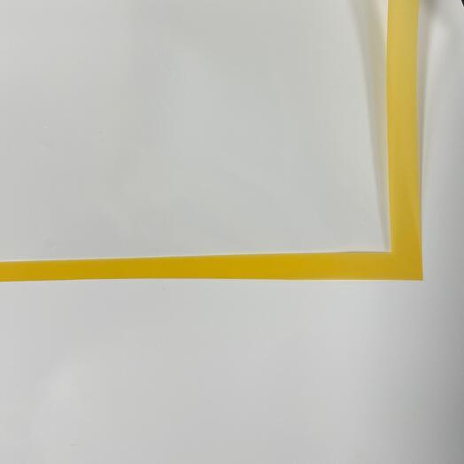 Плёнка прозрачная с желтым кантом