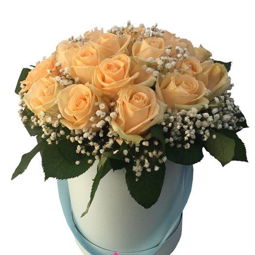 Цветы в шляпной коробке Полонез: букеты цветов на заказ Flowwow