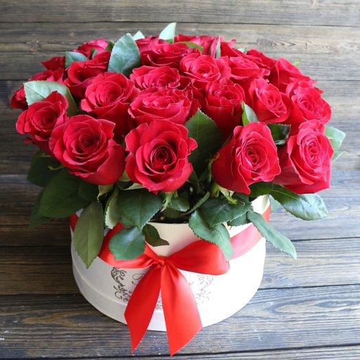 Букет красных роз 25 шт в шляпной коробке