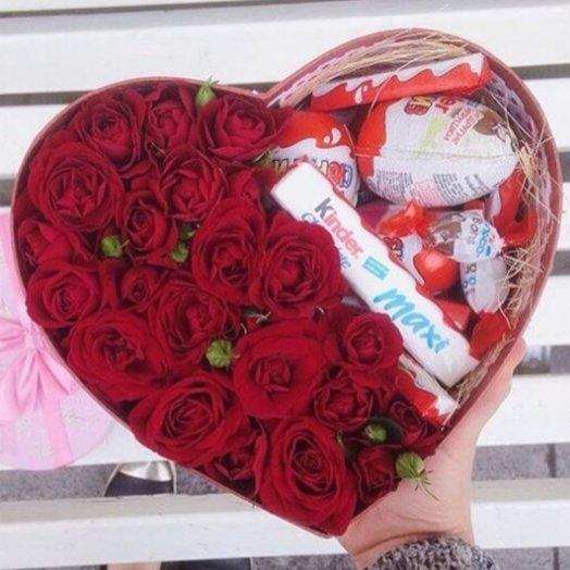 Коробочка из 25 красных роз с шоколадом Kinder: букеты цветов на заказ Flowwow