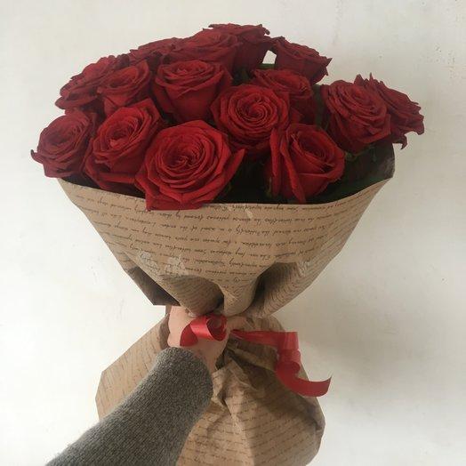 15 красных роз в модной упаковке : букеты цветов на заказ Flowwow