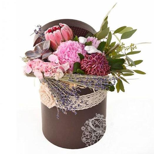 Шляпная коробка с цветами «Весенняя экзотика»: букеты цветов на заказ Flowwow