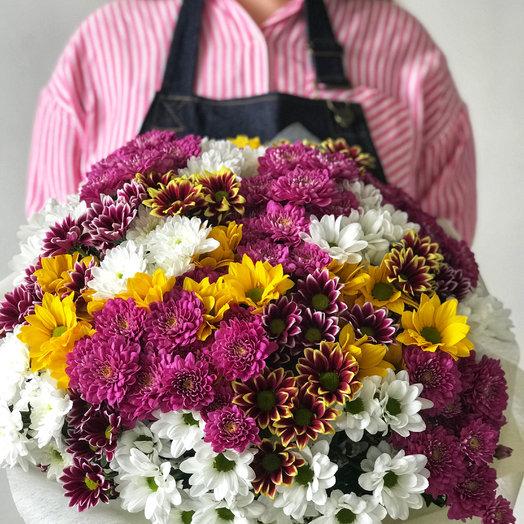 Букет из 29 разноцветных хризантем: букеты цветов на заказ Flowwow