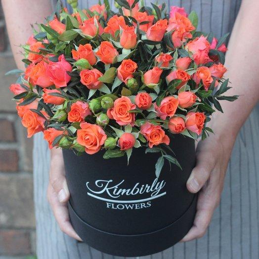 Оранжевые кустовые розы в коробке: букеты цветов на заказ Flowwow