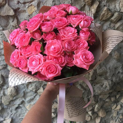 Букет розовых кустовых роз