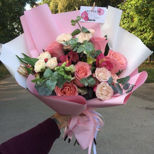 сборный букет из кустовых роз,альстромерии
