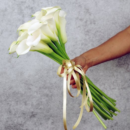 Букет из 25 белых калл: букеты цветов на заказ Flowwow