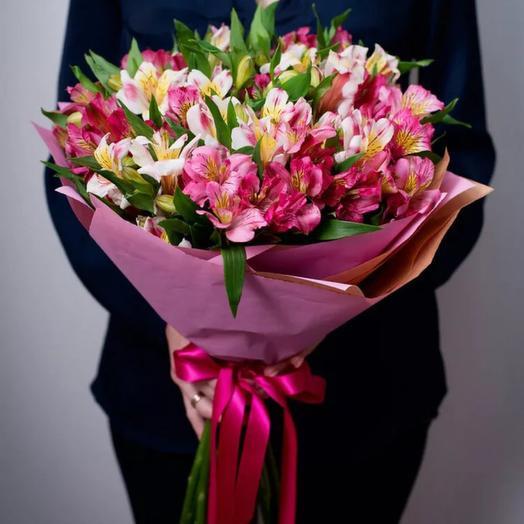 Букет Альстромерий в крафте: букеты цветов на заказ Flowwow