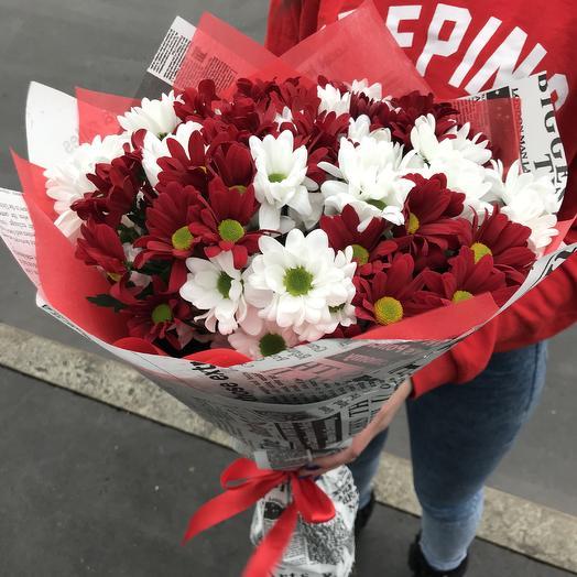 Букет красно-белых хризантем: букеты цветов на заказ Flowwow