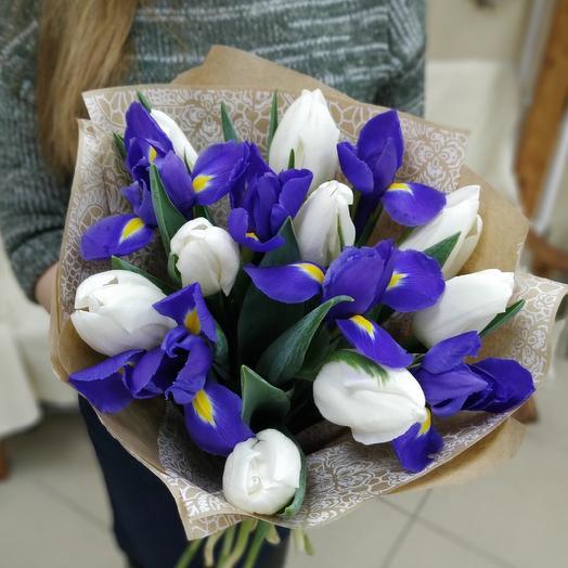 Ирисы с хрустящими тюльпанами