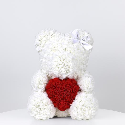 Мишка из роз белый с красным сердцем 35 см: букеты цветов на заказ Flowwow
