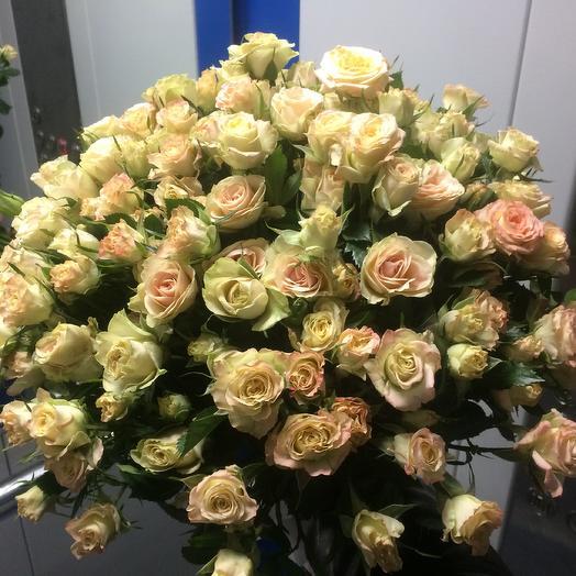 Букет из кустовой розы кремово-розового цвета