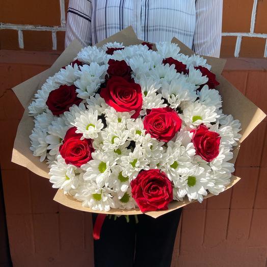 Букет «Роза красная и хризантема кустовая»