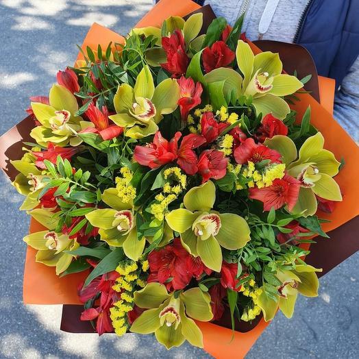 Экзотический букет с орхидеей и альстромерией