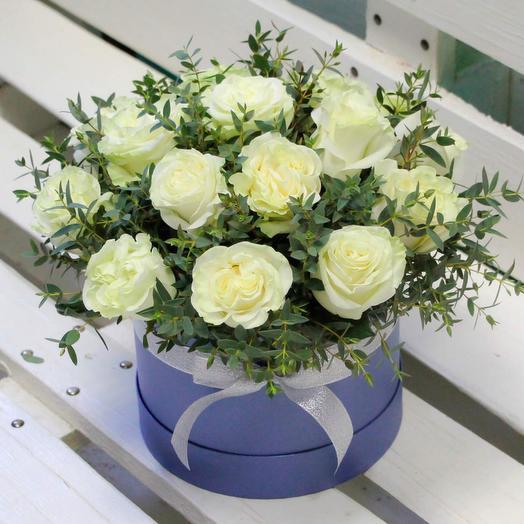 17 белых роз в коробке💫