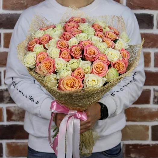 Букет из 51 белой и персиковой розы (50 см). N901