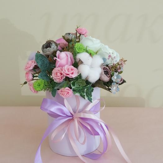 Коробка искусственных цветов