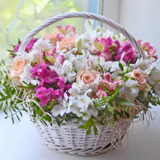 Корзина из альстромерий и роз