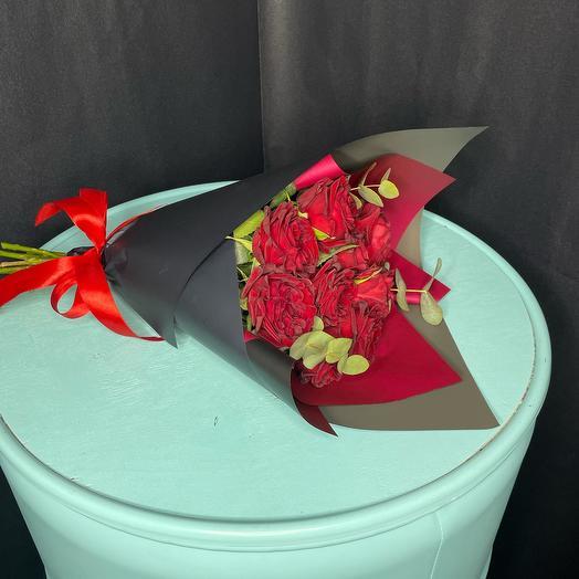 Стильный букет из пионовидной розы