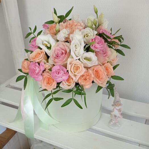 """""""Необыкновенная"""" С розами в шляпной коробке"""
