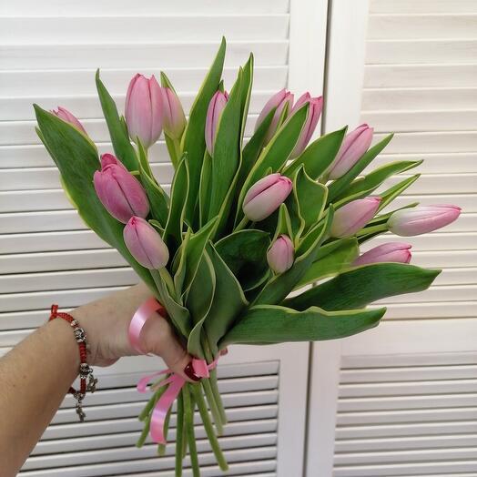 Комплимент из ароматных тюльпанов
