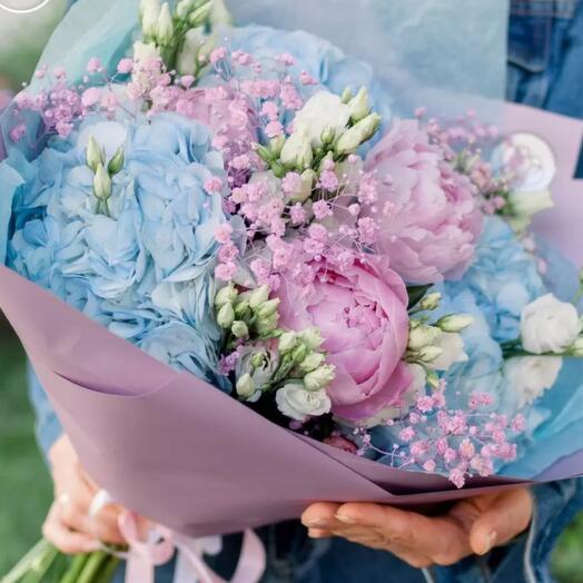 3 розовых пиона, 3 голубые гортензии , 5 белых эустом