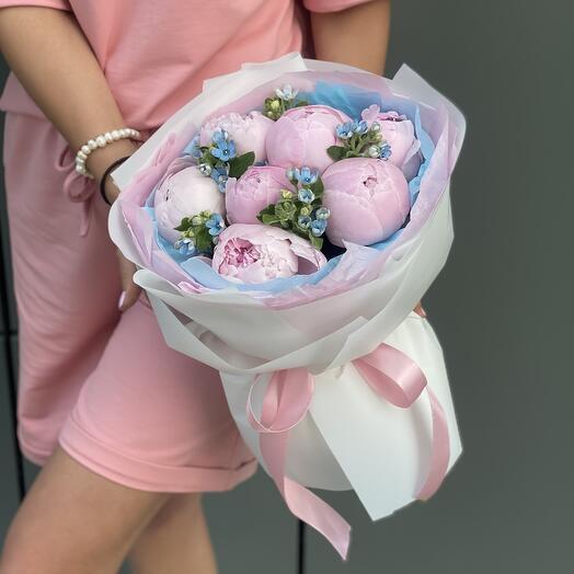 Букет Принцесса Дисней из розовых пионов и оксипеталума