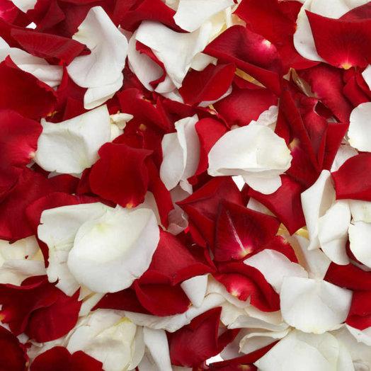 Лепестки роз: букеты цветов на заказ Flowwow
