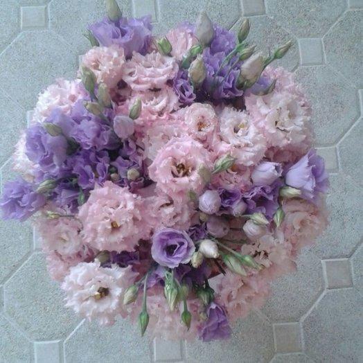Букет из лавандового и розового лизиантуса: букеты цветов на заказ Flowwow