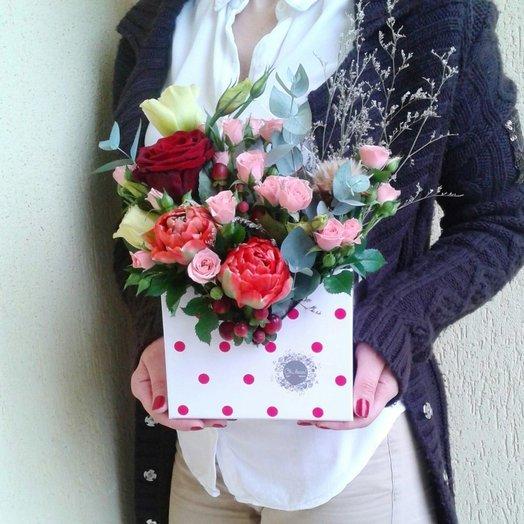Букет в конверте из тюльпанов роз эустомы и эвкалипта: букеты цветов на заказ Flowwow