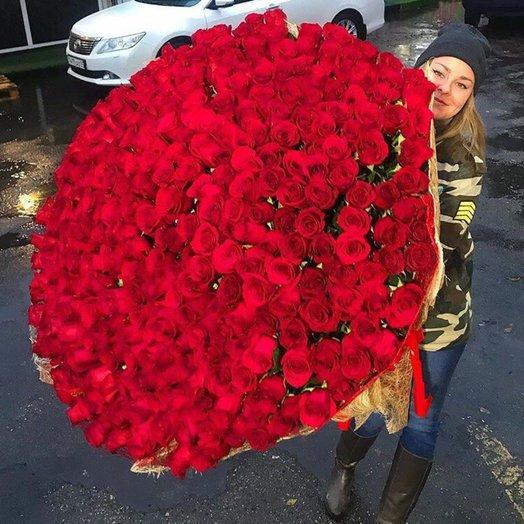 Шикарный букет красных роз: букеты цветов на заказ Flowwow