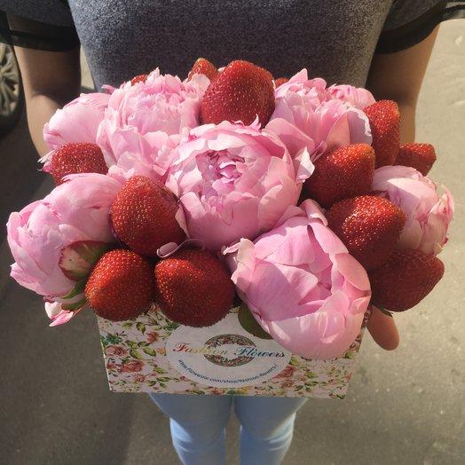 Поэзия в коробке: букеты цветов на заказ Flowwow