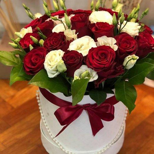Классика в шляпной коробке: букеты цветов на заказ Flowwow