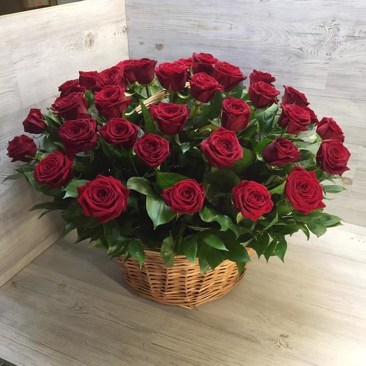 Корзина из 71 красной розы: букеты цветов на заказ Flowwow