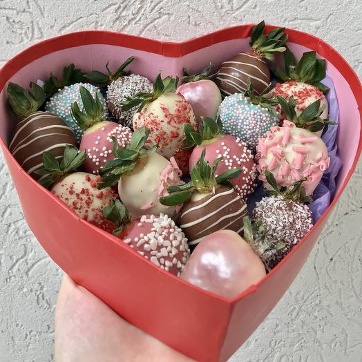 Клубника в шоколаде в коробочке «Сердце»: букеты цветов на заказ Flowwow