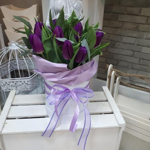 Шляпная коробка с тюльпаноми: букеты цветов на заказ Flowwow