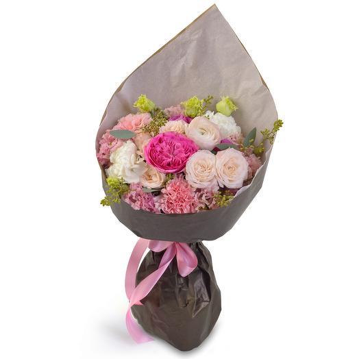 Стильный букет в черном крафте: букеты цветов на заказ Flowwow