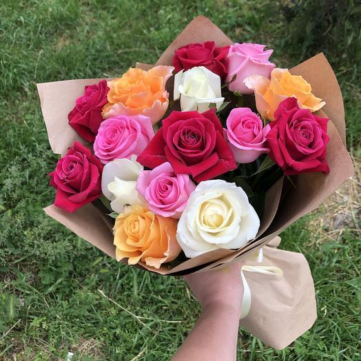 15 роз микс в крафте: букеты цветов на заказ Flowwow