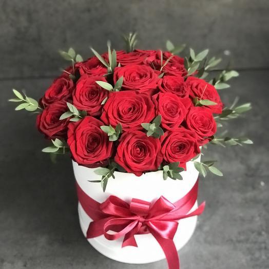 Коробка из 19 роз «Амур»: букеты цветов на заказ Flowwow