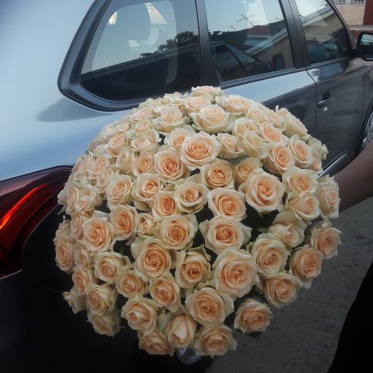 Кремова троянда