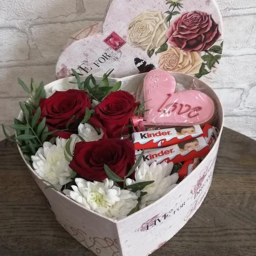 Сердечко с цветами и конфетами
