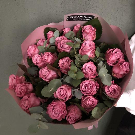 Букет роз Миритим с эвкалиптом