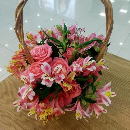 Композиция в корзинке: букеты цветов на заказ Flowwow