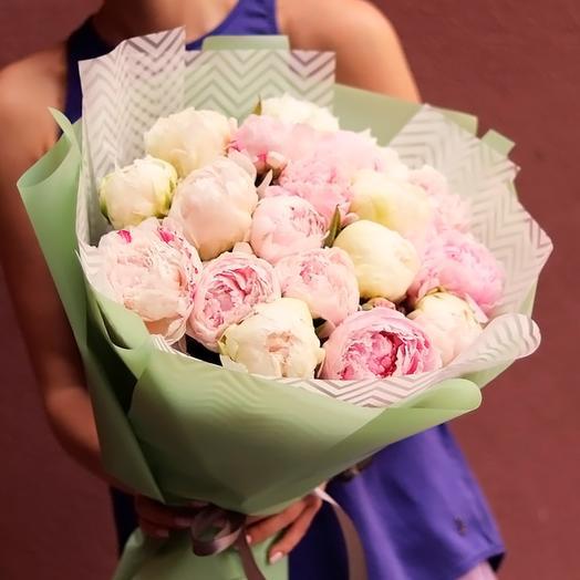 Бело-розовые пионы 19: букеты цветов на заказ Flowwow