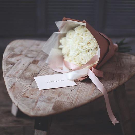 Малый букет из белых роз Аваланж: букеты цветов на заказ Flowwow